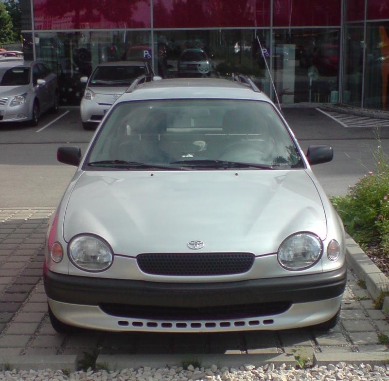 Corolla E11 Kombi von vorne
