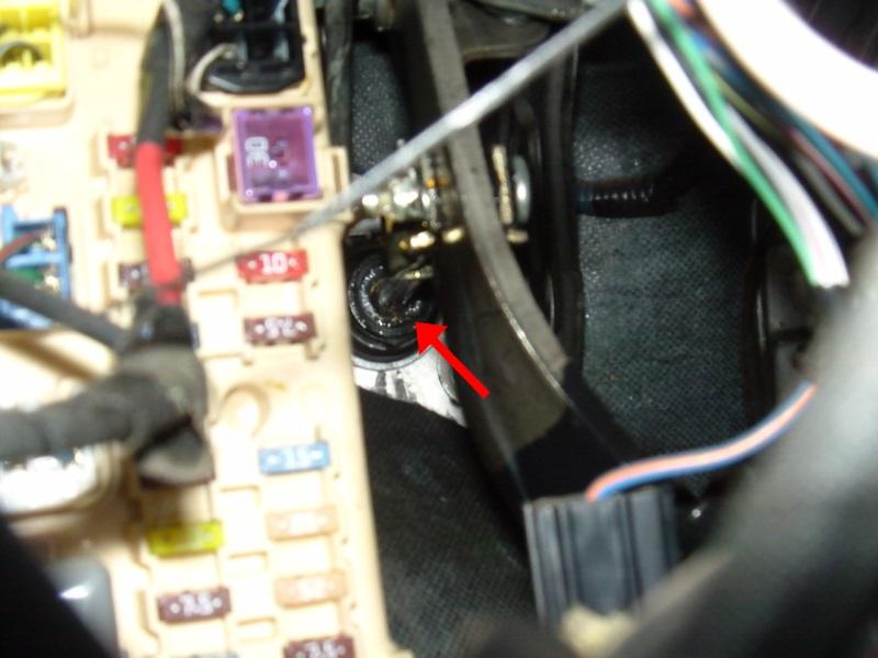 Knarzendes Kupplungspedal im Fußraum - Durchleitung zum Geberzylinder
